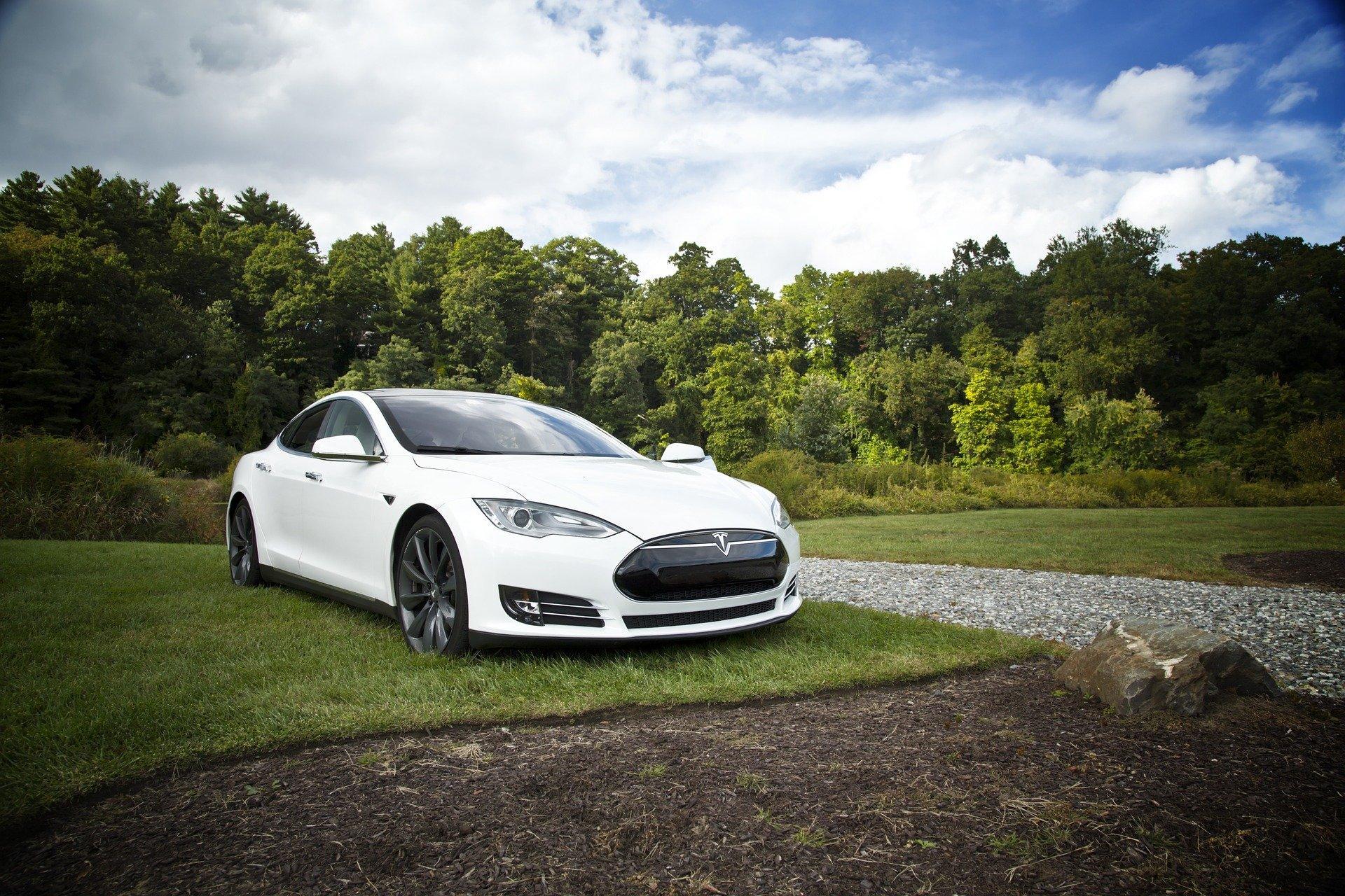 Auto elettriche, Tesla